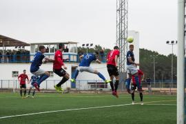 El partido entre el San Rafael y el Formentera, en imágenes (Fotos: Marcelo Sastre).