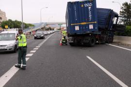 Importantes retenciones por el accidente de un camión en la Vía de Cintura