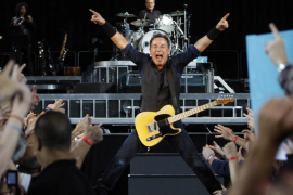 Springsteen se une al 15-M en Barcelona