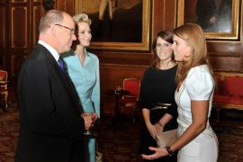Eugenia y Beatriz con los príncipes de Mónaco