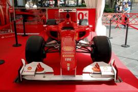 El coche de Fernando Alonso se expone en la Plaza España este fin de semana