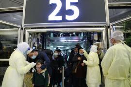 Ascienden a 132 lo muertos por el brote del nuevo coronavirus y a casi 6.000 los afectados en China