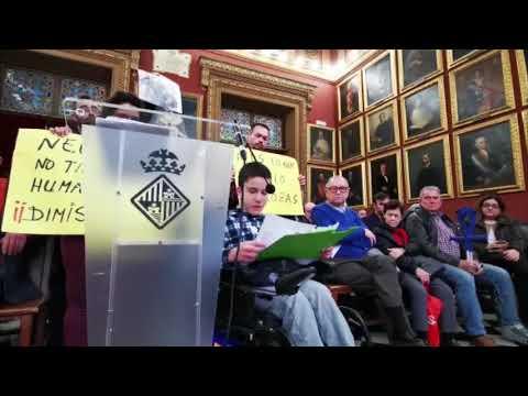 Oscar Kacper acusa al Ajuntament de dejarlos «tirados sin vivienda»