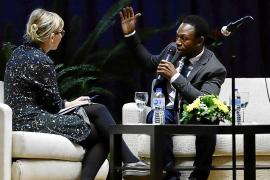 Ousman Umar: «Yo no sabía qué era ser negro hasta que llegué a las costas de Libia»
