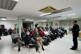 Presentan a los vecinos de los 'llogarets' el plan que permitirá agilizar las licencias