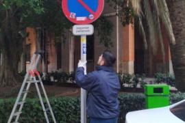 Satisfacción entre los vecinos de La Seu por la retirada de las placas que autorizaban a aparcar a los taxi-tour