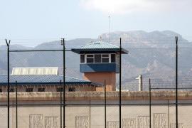 Diez funcionarios de la prisión de Palma resultaron lesionados el año pasado