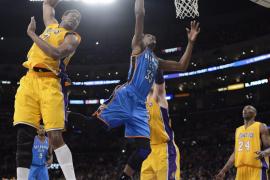 Durant deja a  los Lakers al borde del abismo