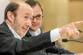 Rubalcaba llamará a Rajoy para llevar a la UE una posición unitaria