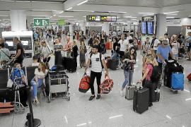 El presidente de la Federació d'Associacions de Veïns de Palma: «La reforma del aeropuerto es una tapadera para su ampliación»