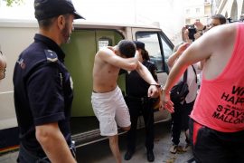 Imputados varios menores por el crimen del cineasta holandés en Son Banya