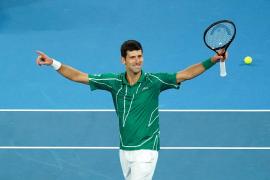 Djokovic arrebata el número uno a Nadal y 'la lía' con el juez de silla
