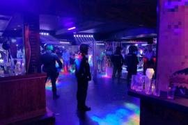 La policía intercepta a más de 30 menores en locales de ocio nocturno en Palma