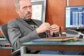 Hugh Laurie deja la muerte  de House en el aire