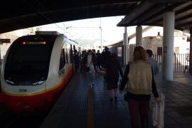 Los usuarios critican retrasos del tren de Inca