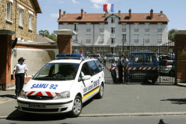 Un gendarme francés neutraliza a un hombre que le atacó con un cuchillo en un cuartel