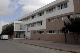 Un menor intenta agredir con un cuchillo a una compañera de instituto en Menorca
