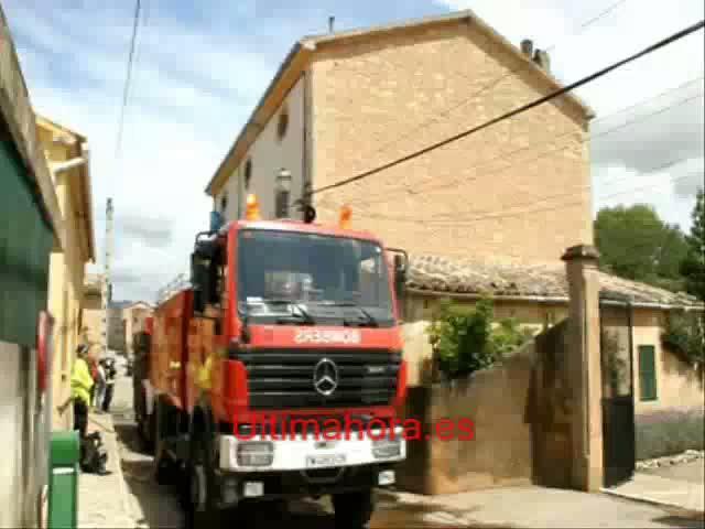 Un incendio causado por un rayo destruye parte de una casa señorial en Consell