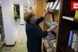 Yolanda Lagomarsino descubre el préstamo de libros en Mallorca