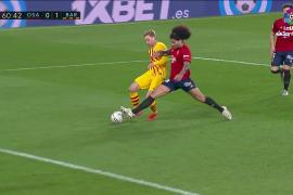 El Barça gana y mete presión al líder