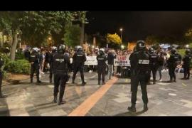 Cargas policiales en una concentración de negacionistas en Palma