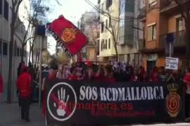 Centenares de mallorquinistas marchan desde el Lluís Sitjar