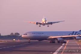 Un avión aborta un aterrizaje en Barcelona