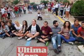 El 'correbou' de Fornalutx se celebró entre protestas y fiesta