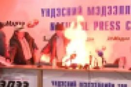 Un líder sindical se quema a lo bonzo