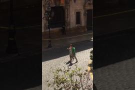 Polémica actuación de un mando policial ante una mochila sospechosa