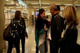 Emotivo regreso a Palma de la compañera de los cooperantes secuestrados