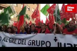 Centenares de personas se manifiestan contra el ERE del Grupo Juaneda