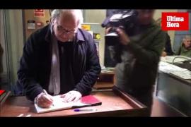 Recogida de firmas en Can Alcover a favor de los políticos presos en Cataluña