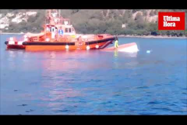 Un ferry provoca el vuelco de un 'llaüt' en el Port d'Alcúdia