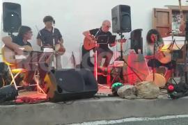 Sant Miquel baila al ritmo de Joan Murenu i sa Colla de Gent Bona