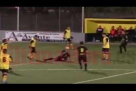 Las imágenes de la agresión de un jugador del Son Sardina B a un rival