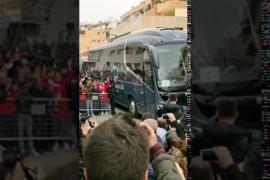 Momento en el que el FC Barcelona llega al Hotel Los Molinos, en Ibiza